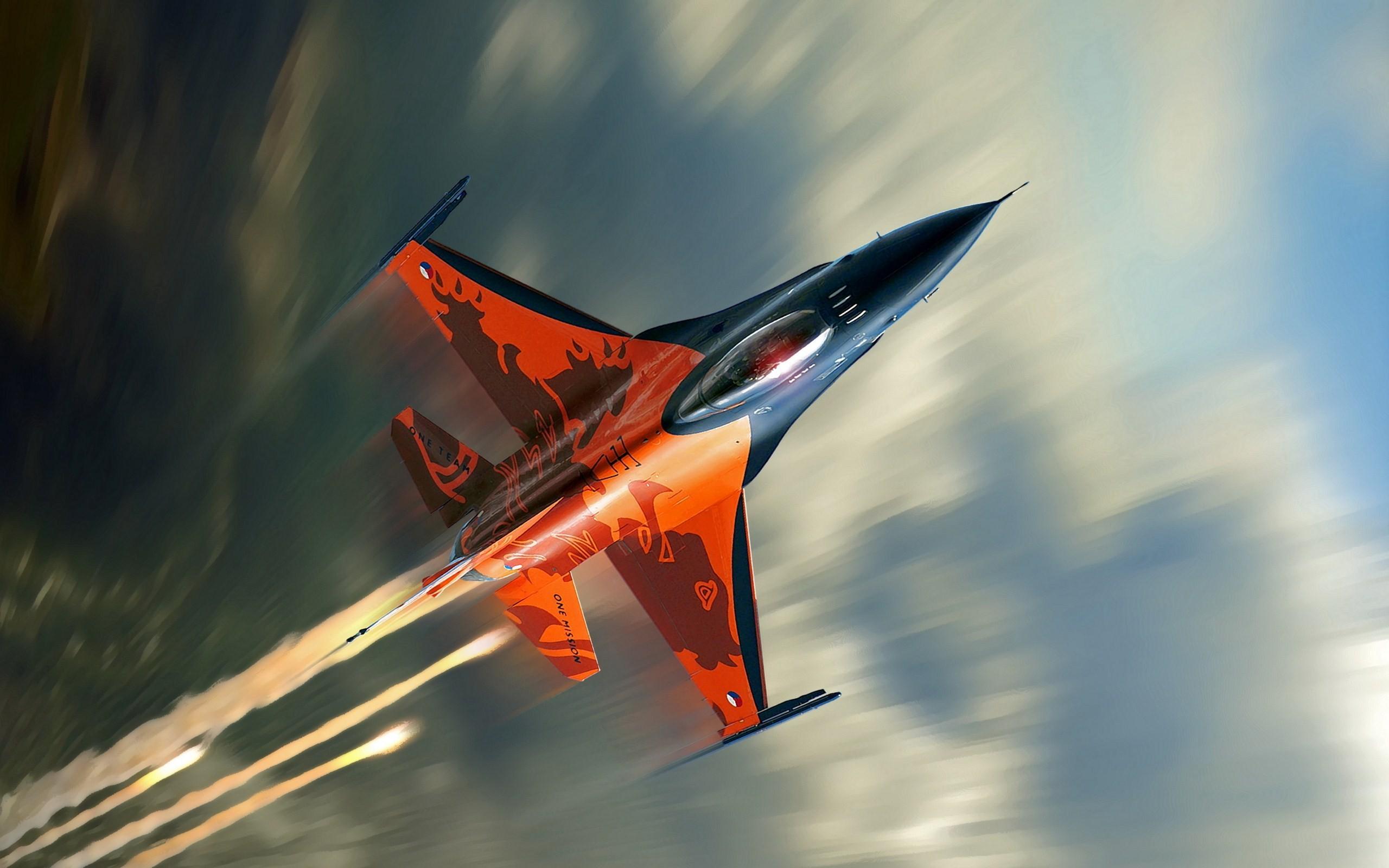 Aircrafts F-16 Falcon Flight